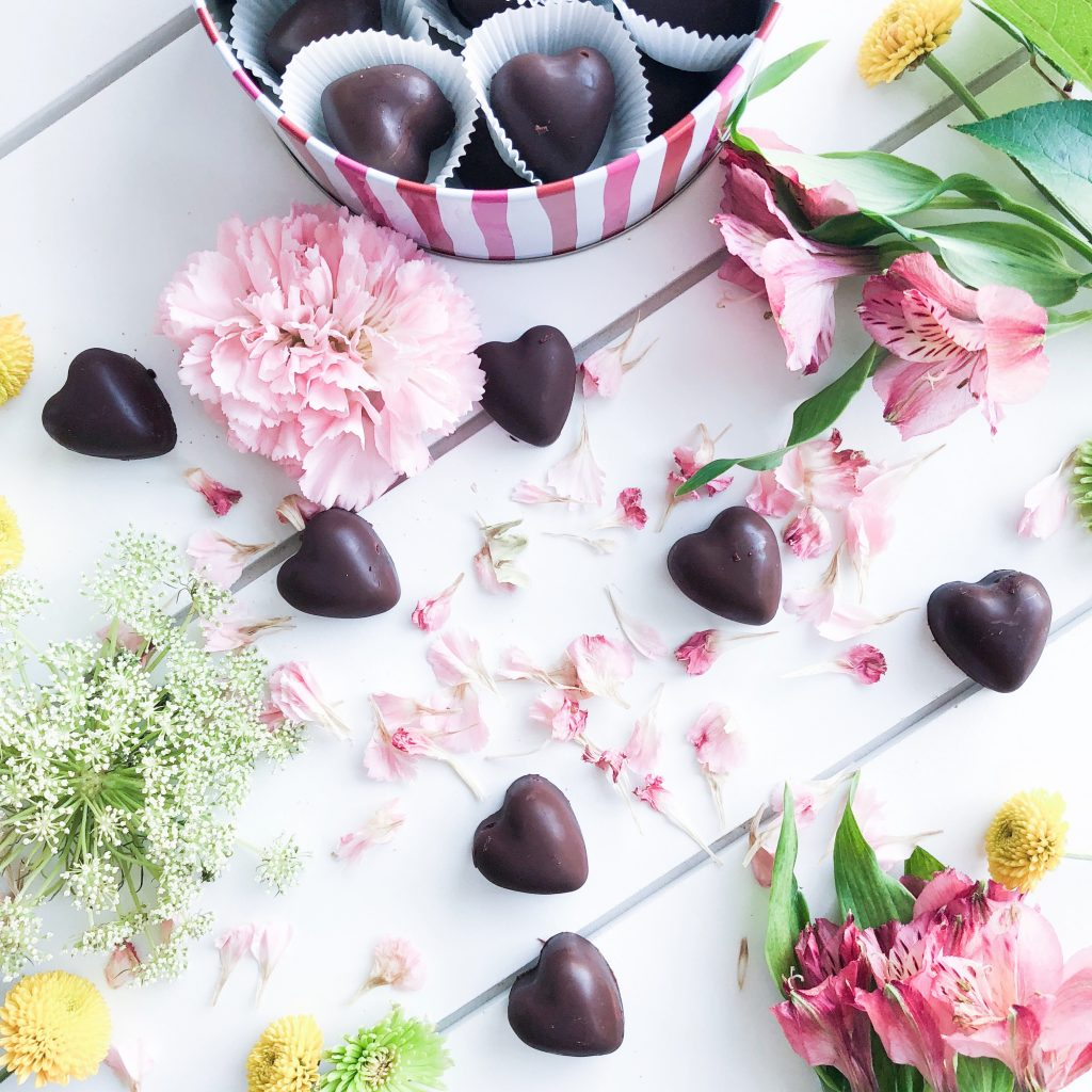 Paleo Chocolates with Coconut Oil
