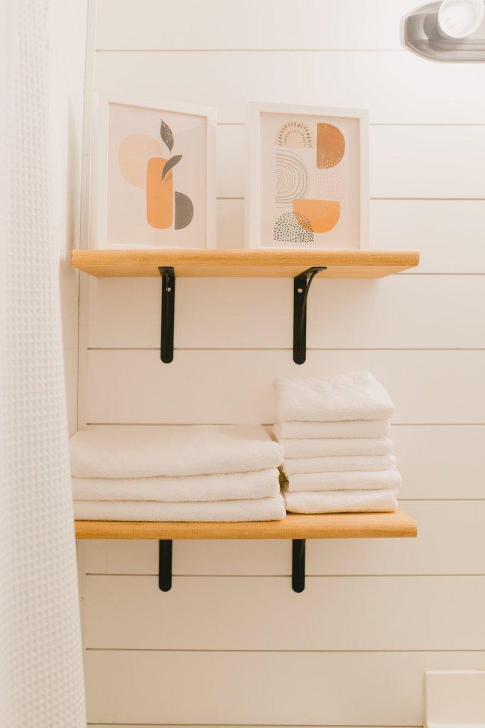 Modern Art & Brooklinen Towels